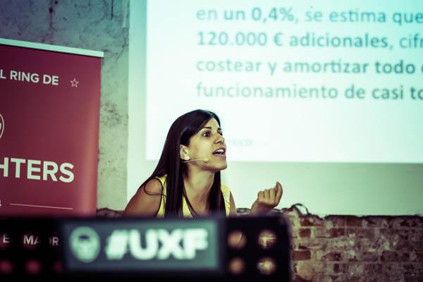 """Gema Muñoz durante su ponencia """"Medir en UX"""""""